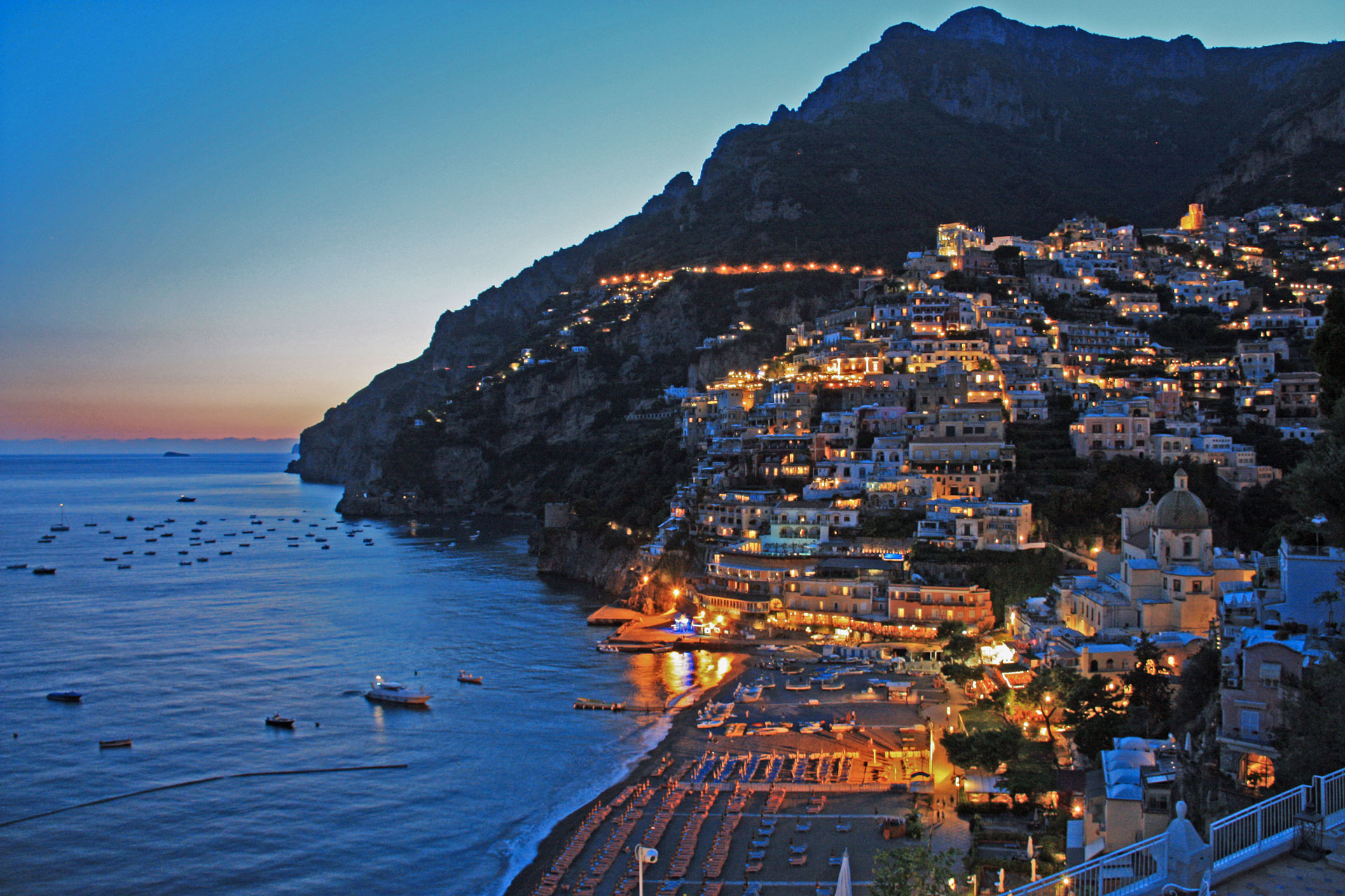 The wonderful Positano is near our hotel! Discover more!